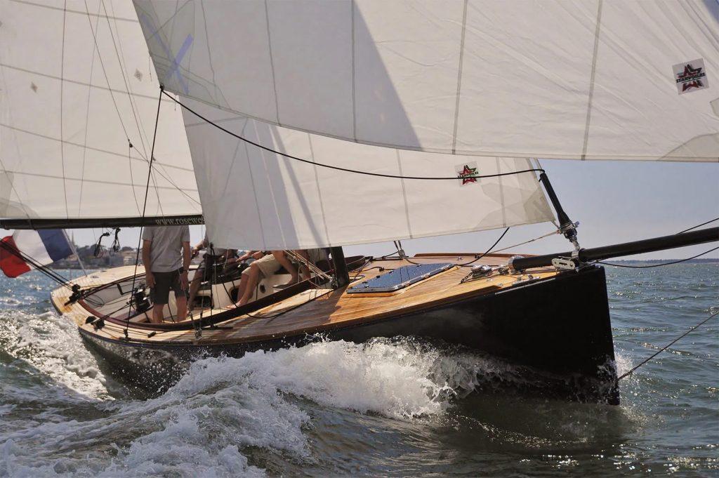 CAPE-COD rosewest en navigation vue étrave