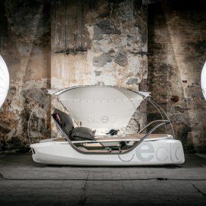 Pédalo électrique CECLO Luxe original vue latérale en studio