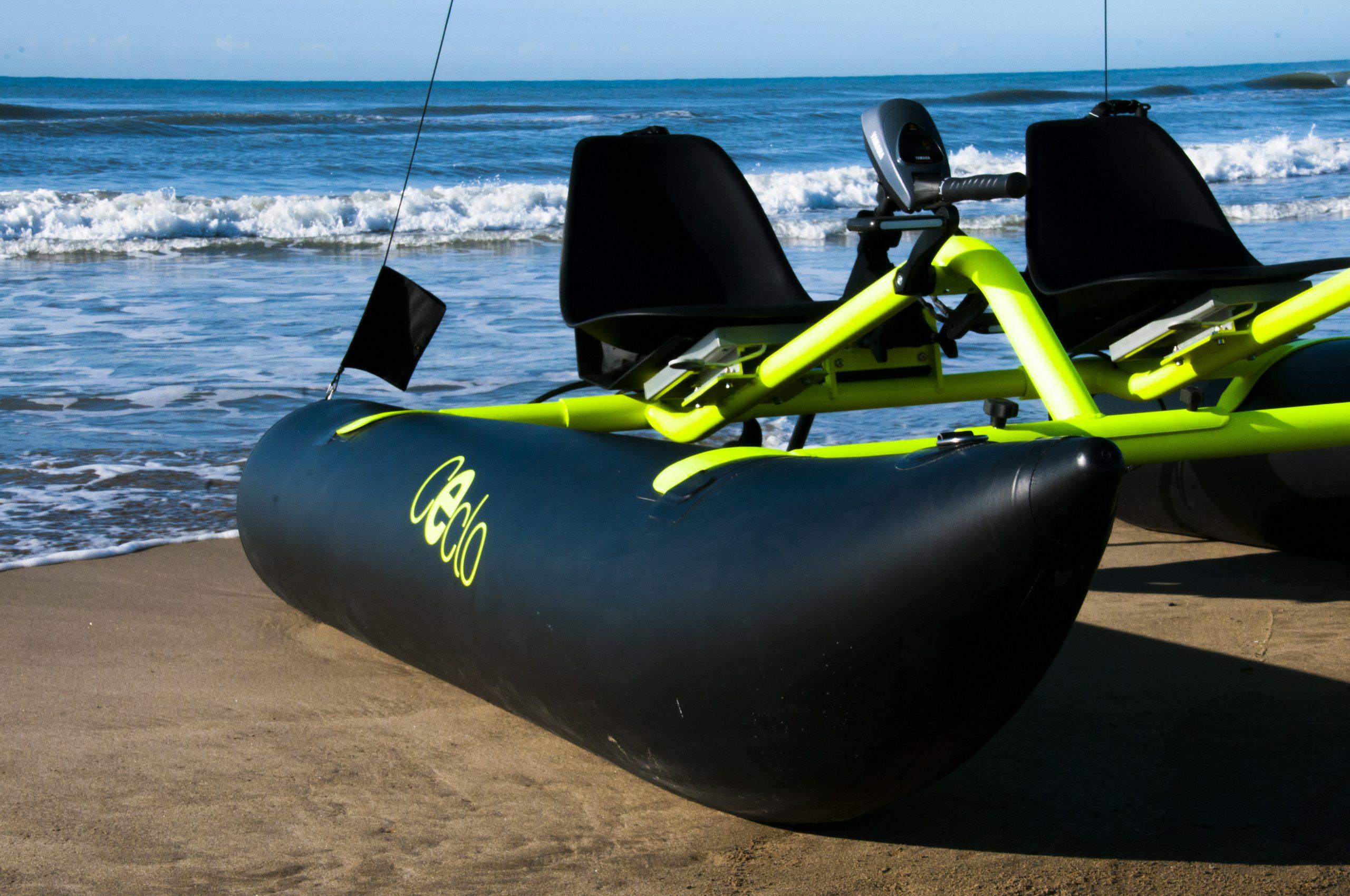 catamaran électrique gonflable CECLO FUN X2 sur la plage