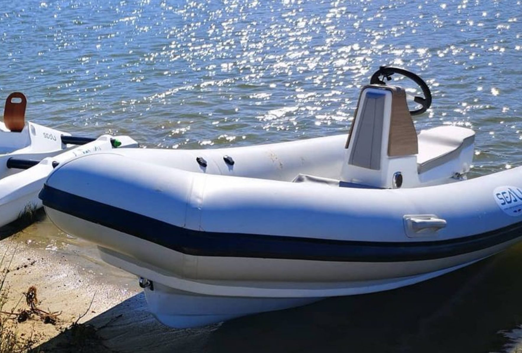 le jetboat sur la plage