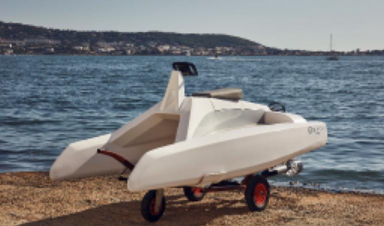 petit Catamaran overboat classic sur remorque