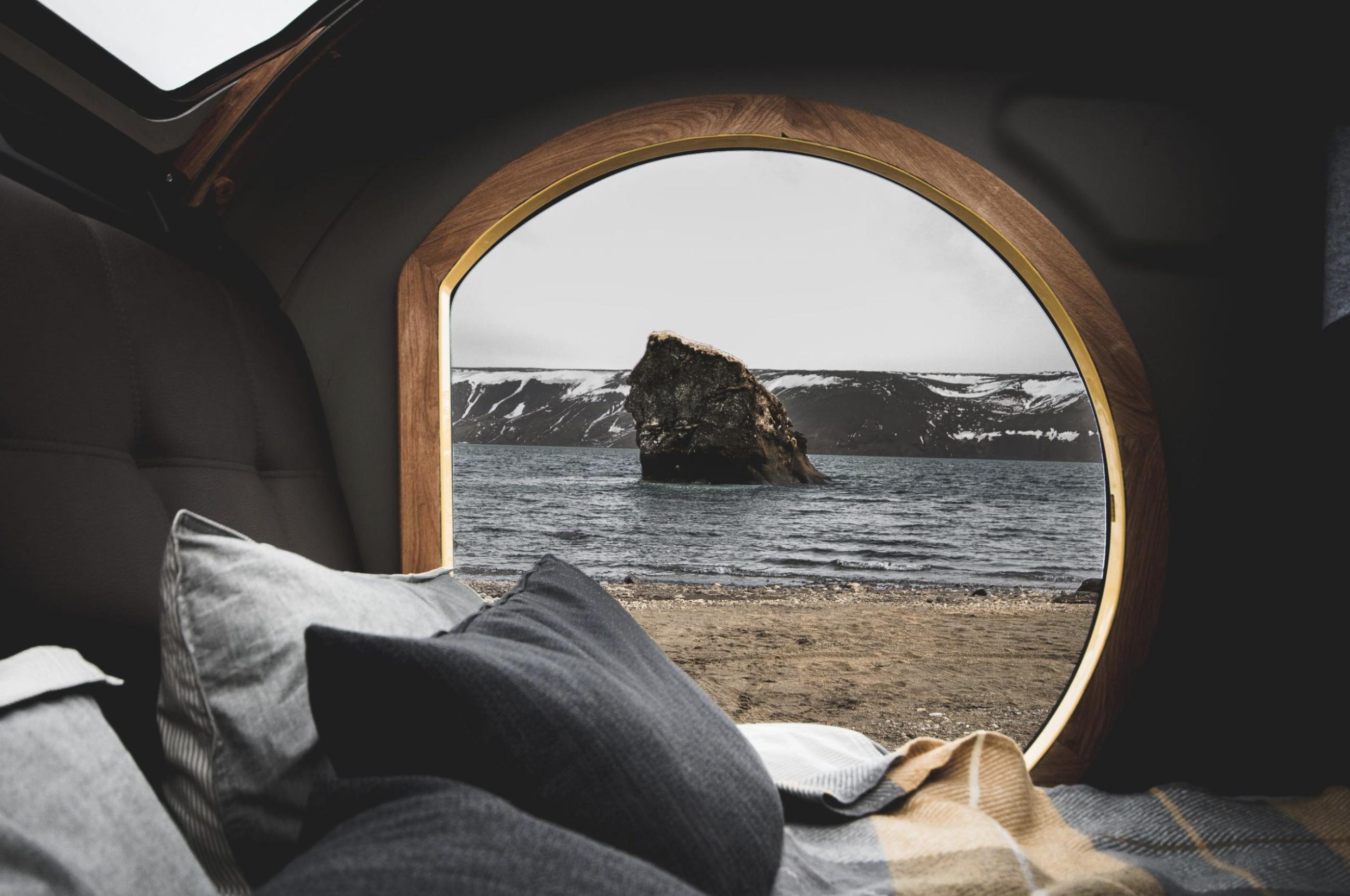 mini caravane Mink Campers vue par la fenetre