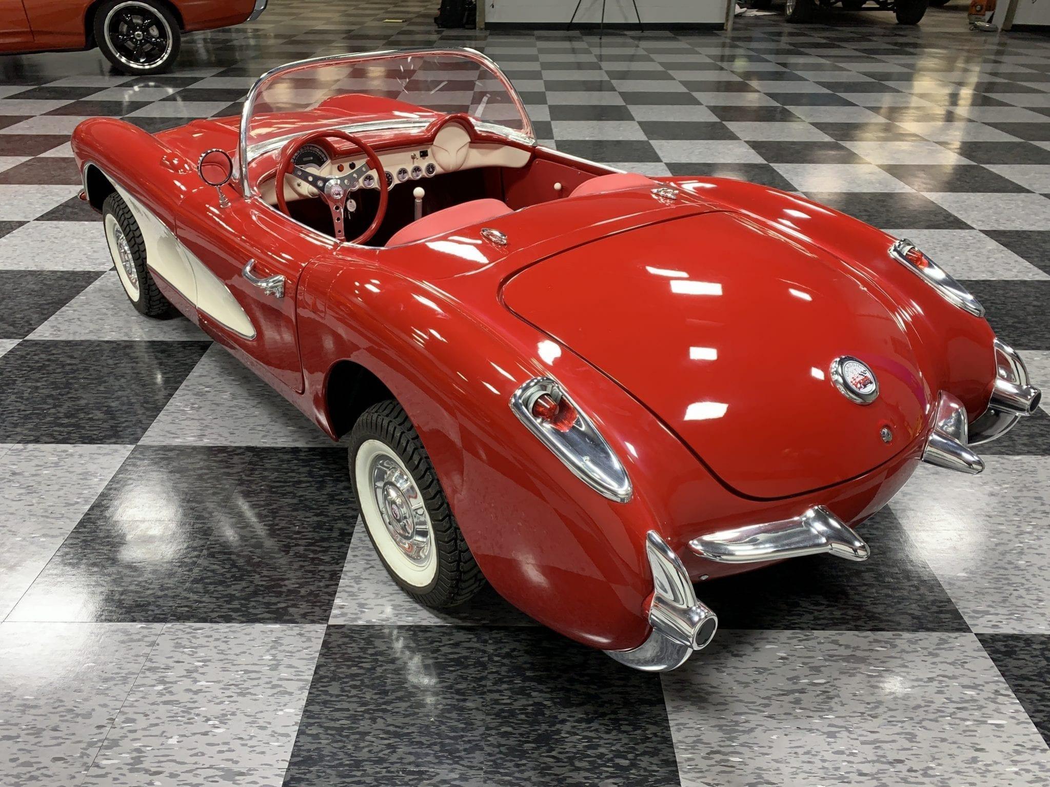 Corvette rouge 3:4 arriere