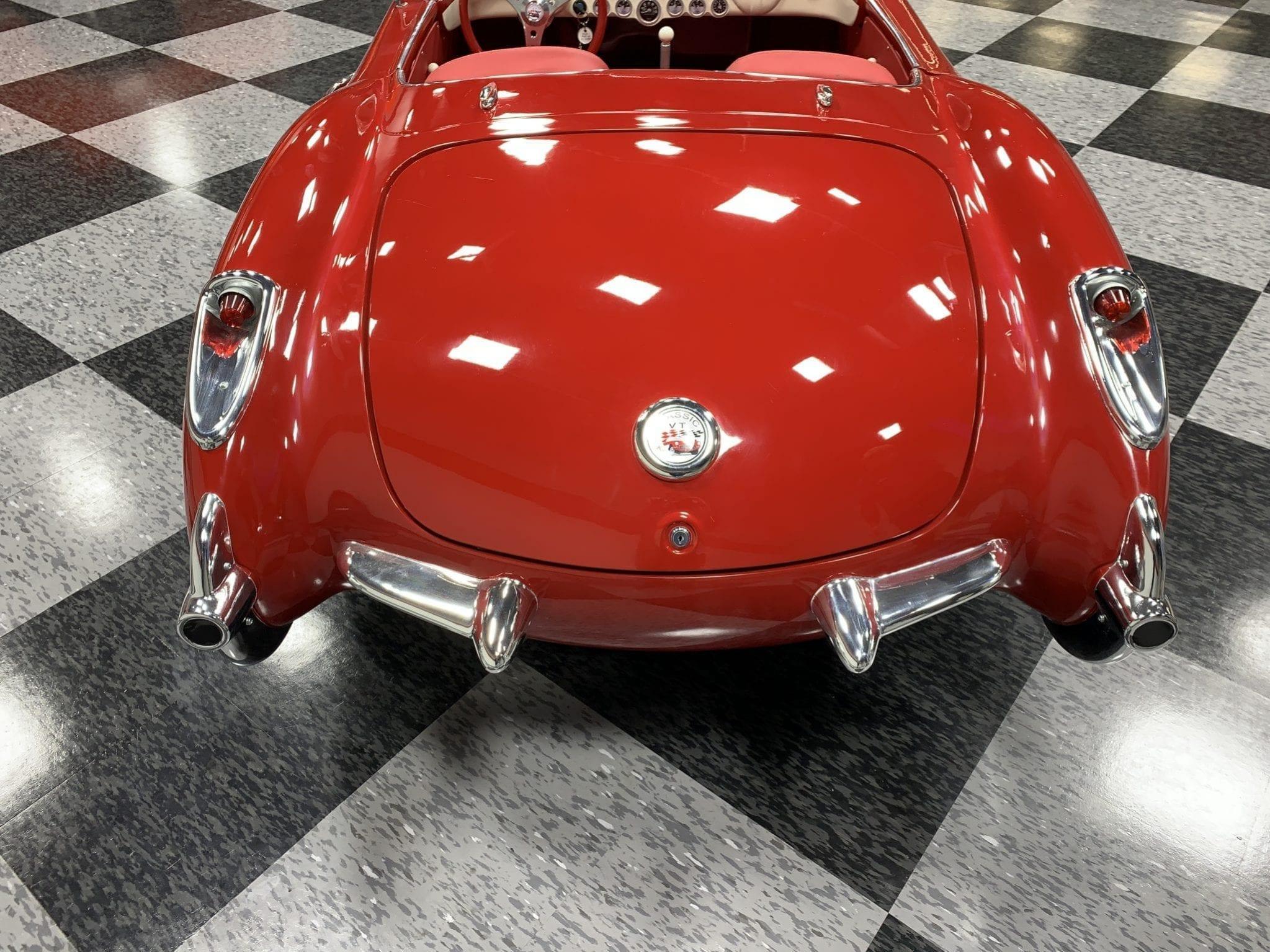 Corvette rouge arrière