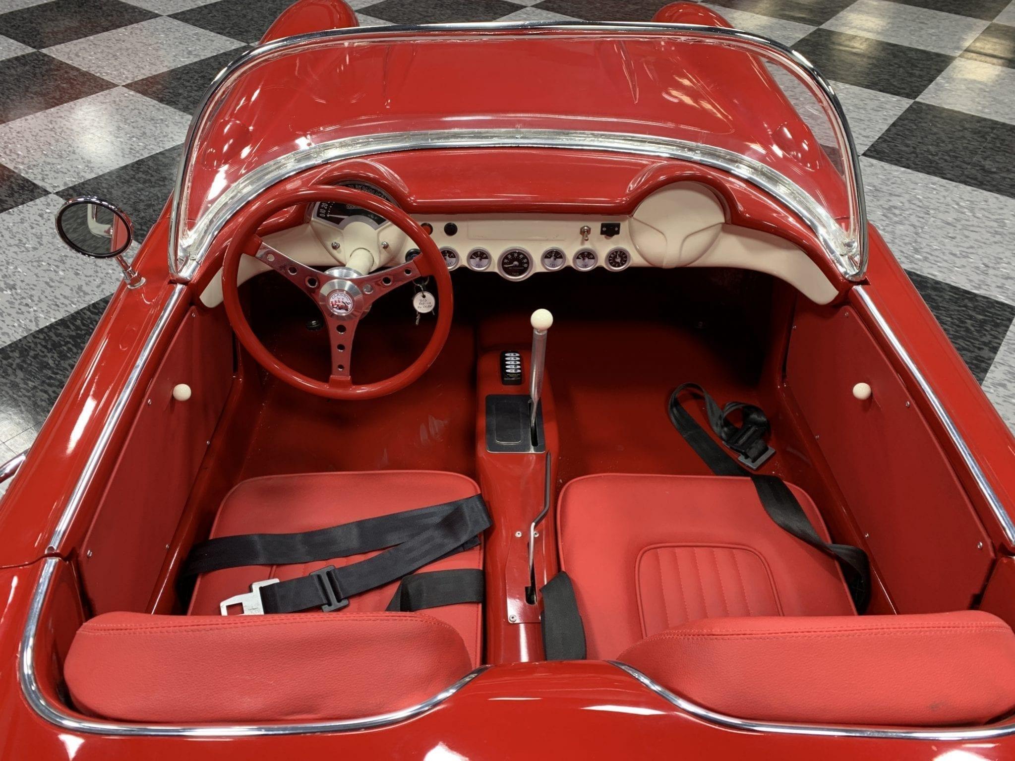 Corvette rouge cockpit