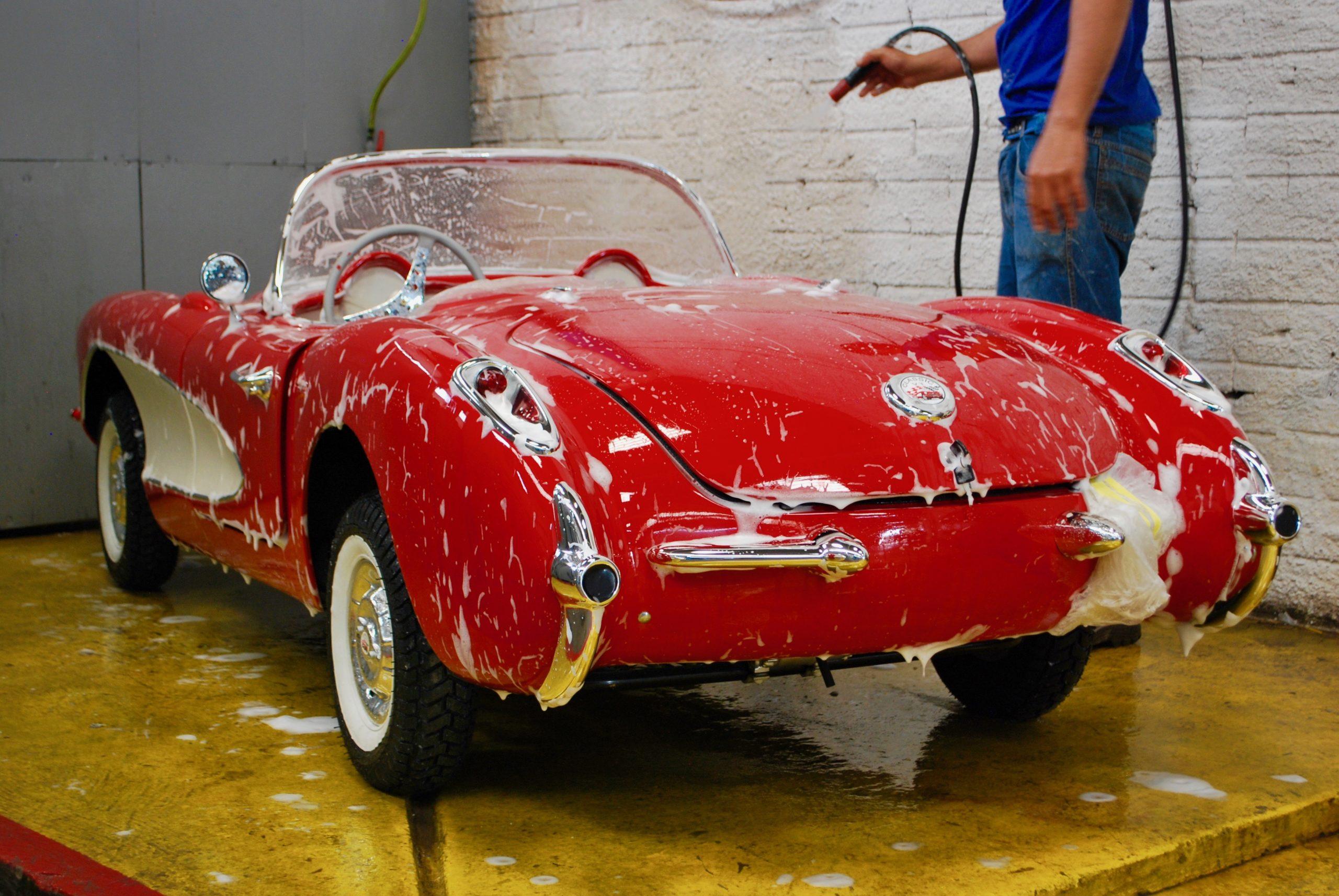 Corvette rouge poupe