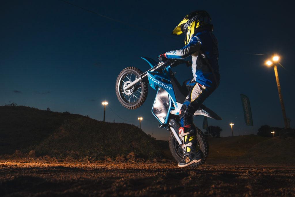 moto enfant torrot cross wheeling