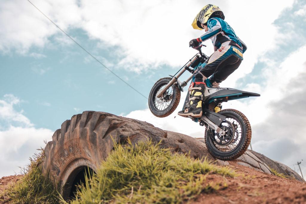 moto enfant torrot en action