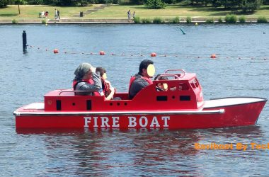 Le bateau enfant électrique de pompier